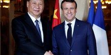 Le président chinois Xi Jinping  (à droite) et le président français Mennul Macron.