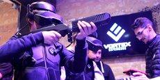 La séquence de jeu nécessite un casque VR, une arme et un gilet. Le tout pesant 7 à 8 Kg.