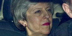 Theresa May (prise en photo, hier, en voiture près du Parlement) a peut-être abattu sa dernière carte en informant mercredi soir les parlementaires de son Parti conservateur qu'elle démissionnerait si l'accord de retrait qu'elle a négocié avec les Européens est enfin ratifié par la Chambre des communes.