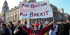Les pro-Brexit ont défilé ce vendredi 29 mars devant le Parlement britannique.