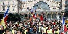 Des milliers de protestataires manifestent samedi à Toulouse, proclamée capitale des gilets jaunes pour leur 22e samedi consécutif d'action, dans l'attente des annonces ces prochains jours du président Emmanuel Macron censées mettre un terme à une crise de près de cinq mois.