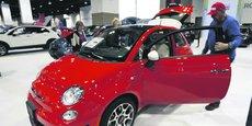 Best-seller de Fiat, la 500 (ici, au salon automobile  de Denver; en mars) devrait être déclinée en modèle 100% électrique.