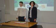 Maxime Feyeux (Treefrog Therapeutics) et Maylis Chusseau, présidente de la Satt, lors de la signature des licences d'exploitation de C-Stem.
