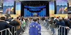 UKRAINE/ELECTION: ECHANGE D'INSULTES LORS DU DÉBAT FINAL, DANS UN STADE