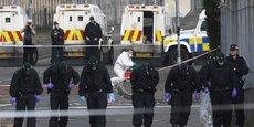 ARRESTATIONS ET APPEL AU CALME EN IRLANDE DU NORD APRÈS LA MORT D'UNE JOURNALISTE