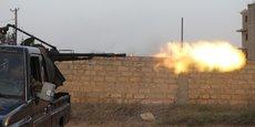 Plongée dans le chaos depuis 2011, la Libye est divisée en deux camps rivaux entre le GNA, qui siège à Tripoli et qui est reconnu par la communauté internationale, et un gouvernement parallèle soutenu par le maréchal Khalifa Haftar, dans l'est du pays.