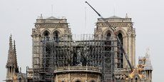 L'entreprise Europe Echafaudage, qui opérait sur le toit de Notre-Dame de Paris, reconnaît que des ouvriers ont pu fumer sur le chantier mais exclut qu'un mégot ait allumé l'incendie qui a en partie détruit ce bijou d'architecture gothique, le 15 avril. /Photo prise le 23 avril 2019/REUTERS/Gonzalo Fuentes