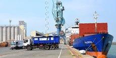 Sur le port de La Rochelle, des résidus de cargaison sont collectés pour être valorisés.