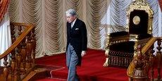 Akihito a été le premier monarque à monter sur le trône du Chrysanthème - en 1990 - aux termes de la Constitution japonaise d'après-guerre, qui définit l'empereur comme un symbole de l'Etat et de l'unité du peuple mais n'a aucun pouvoir politique.