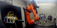 Installé à l'Institut d'optique d'Aquitaine à Talence, ce robot qui opère du grenaillage laser sur des pièces métalliques est le fruit d'un budget de recherche de 4,3 M€.