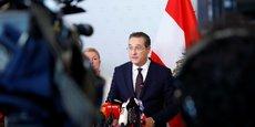 Le vice-premier ministre et leader du parti d'extrême droite FPÖ, Heinz-Christian Strache, a démissionné de ses fonctions. C'est la seconde fois qu'une participation du FPÖ à un gouvernement se termine piteusement pour ce parti qui, sous la direction de Jörg Haider, avait implosé lors la précédente coalition formée avec les conservateurs entre 1999 et 2002..
