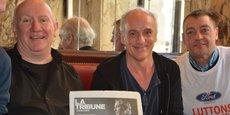 Au Café des Arts : le musicien Denis Barthe (Les Hyènes) avec Philippe Poutou, délégué CGT, et Gilles Lambersend, secrétaire CGT du CE.