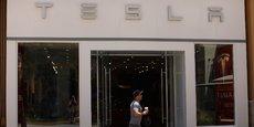 Le deuxième scénario pour faire évoluer la distribution est celui de l'internalisation de la vente par les constructeurs. C'est l'approche choisie par Tesla, propriétaire de quelques flagship stores fortement digitalisés dans les grandes villes (Photo à San Diego).