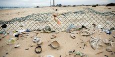 Grâce au procédé mis en place par le fabricant Robur, 11 bouteilles plastiques issues des déchets marins peuvent être recyclées à travers la confection de chaque vêtement.