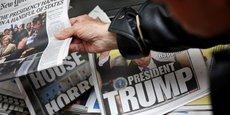 La commission des Affaires judiciaires de la Chambre des représentants doit consacrer mardi une audition à la question des rapports entre la presse et les grandes plateformes internet, notamment Google. (Photo: un exemplaire du New York Times saisi par un acheteur dans un kiosque à journaux à New York, le 9 novembre 2016.)