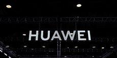Les sanctions américaines empêchent Huawei de travailler notamment avec Alphabet, la maison mère de Google, dont le système d'exploitation Android équipe la plupart des smartphones, y compris ceux du groupe chinois.