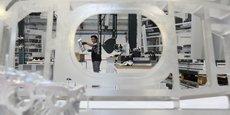 Pour suivre le rythme imposé par Airbus, les sous-traitants (ici, Latécoère) robotisent et délocalisent une partie de leur activité.