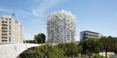 Bâti sur les bords du Lez, près de l'Hôtel de Région, l'immeuble de 17 étages a été inauguré le 19 juin