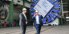 Thierry Dallard (à g.), président de la Société du Grand Paris Express, et Martin Herrenknecht, fondateur de l'entreprise allemande qui fabrique le tunnelier destiné à creuser les galeries du super-métro.