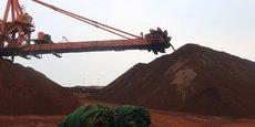 Stock de minerai de fer dans le port chinois de Dalian.