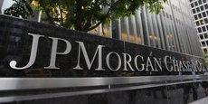JPMorgan Chase a gonflé ses provisions de 8,9 milliards de dollars au deuxième trimestre car l'établissement s'attend à une reprise économique au second semestre plus longue que prévu initialement. La banque a néanmoins enregistré un chiffre d'affaires record en hausse de 15% à 33,8 milliards de dollars, grâce à ses activités en banque d'investissement et en courtage.