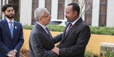 Hussain. J. Al Nowais, président du Conseil d'administration du Fonds Khalifa, et le Premier ministre éthiopien, Ahmed Abiy.