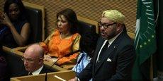 Le roi Mohammed VI adressant un discours devant les chefs d'Etat et de gouvernement, lors du sommet de l'Union africaine tenu le 31 janvier 2017 à Addis Abeba en Ethiopie.  Un discours qui intervient au lendemain de la réintégration du royaume chérifien au sein de l'organisation panafricaine, après trente-trois ans d'absence.