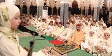 Le roi Mohammed VI présidant une veillée religieuse en commémoration de «Laylat Al-Qadr»  (la nuit du destin), le 1er juin 2019 à la mosquée Hassan à Rabat. Des versets du Coran ont été récités par Aya Mansour, 12 ans, lauréate du Prix national Mohammed VI de mémorisation, de déclamation et de psalmodie du Coran.