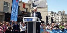 Joël Bruneau, maire de Caen et président de la communauté urbaine Caen la Mer, inaugure le nouveau tramway.