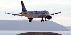 Un Airbus A320 de la compagnie aérienne française Aigle Azur s'apprête à atterrir à l'aéroport Marseille-Provence de Marignane, en France, le 29 mars 2018.