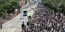 Cortège de manifestants ce dimanche 11 août dans les rues de Hong Kong.