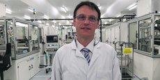 Brice Beuraert, directeur de l'usine Valeo, se focalise sur les capteurs à ultrasons.