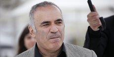Le 18 mai 2019 au 72e Festival de Cannes, l'ancien champion du monde d'échecs Garry Kasparov pose pour la sortie de la série en manga Blitz, centrée sur le jeu d'échecs, dont il a assuré la supervision et dont il est un élément clé du scénario.