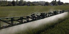 Les distances minimales entre zones d'épandage de pesticides et habitations, qui font l'objet depuis des mois d'une bataille entre agriculteurs et riverains, maires et ONG, ont déjà été réduites par le ministère de l'Agriculture, au nom de la crise.