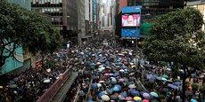 Malgré l'interdiction de manifester, des milliers de militants pro-démocratie sont descendus dans les rues de Hong Kong ce samedi 30 août