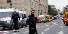 Attaque au couteau au sein même de la préfecture de police de Paris par un fonctionnaire employé comme adjoint administratif à la Direction du Renseignement de la préfecture de police de Paris (DRPP) depuis 15 ans.