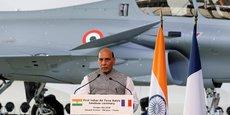 Trois ans après la signature du contrat d'acquisition de 36 Rafale par l'Inde, l'avion de combat tricolore va enfin atterrir sur le sol indien.