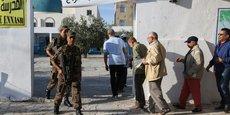 LES TUNISIENS VOTENT POUR LE 2E TOUR DE LA PRÉSIDENTIELLE
