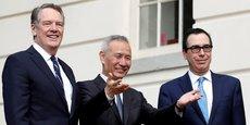 Liu He (au centre), en présence de Robert Lighthizer (à g.) et de Steve Mnuchin (à dr.). Le principal négociateur chinois Liu He a salué samedi un progrès substantiel dans la recherche de l'accord.
