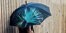 Klaoos propose des parapluies fabriqués en Europe à partir de plastique recyclé.