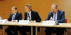 De gauche à droite : André Laignel, premier vice-président de l'AMF, François Baroin, président, et Philippe Laurent, secrétaire général.