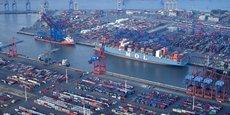 Symbole de la capacité d'exportation de l'Allemagne, le port de Hambourg, troisième d'Europe, derrière Rotterdam et Anvers.