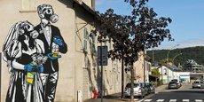 « Mariage toxique », une fresque réalisée non loin de la plateforme chimique de Pont-de-Claix, dans l'agglomération grenobloise.