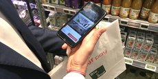 Les clients de 12 magasins parisiens Bio c' Bon peuvent scanner les produits en rayons avec leur smartphone, payer depuis leur mobile et sortir du magasin sans passer par la caisse.