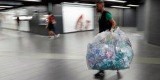 250 kilos de déchets plastique sont déversés chaque seconde dans les mers du monde, selon la revue Science. Une pollution marine qui finit par affecter la chaîne alimentaire.