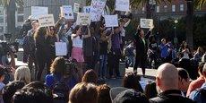 Le 1er novembre 2018, au siège de l'entreprise de Mountain View, en Californie, les employé.e.s de Google organisent un débrayage des femmes au pied de leur bureau (le Googleplex) pour protester contre le traitement de faveur réservé par la société à Andy Rubin, chef d'Android, qui a été licencié sur des accusations de harcèlement sexuel mais a reçu une très importante indemnité de départ, mais aussi contre les autres cas d'inconduite sexuelle d'autres cadres supérieurs de l'entreprise.