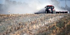 Envoyer les boues d'épuration dans des stations de traitement a un coût 10 à 20 fois supérieur pour les collectivités par rapport à l'épandage par les agriculteurs, selon la FNSEA.