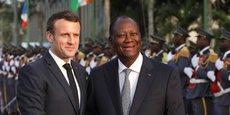 Emmanuel Macron, en compagnie d'Alassane Ouattara, son homologue de la Côte d'Ivoire.