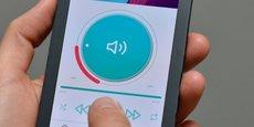Grâce à une technologie embarquée dans un écran, l'Hap2phone de la société iséroise Hap2U est capable de reproduire des sensations telles que le clic d'un bouton, le toucher d'une molette ou d'un curseur.