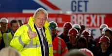 Le Premier ministre Boris Johnson, dont le Parti conservateur a triomphé aux élections de décembre, dispose à présent d'une large majorité à la Chambre des Communes qui écarte le risque d'un nouveau report ou blocage du Brexit. (Photo d'illustration : le 20 novembre 2019, le Premier ministre s'adresse aux travailleurs lors d'une visite à Wilton Engineering Services, dans le cadre d'une étape de sa campagne électorale à Middlesbrough.)